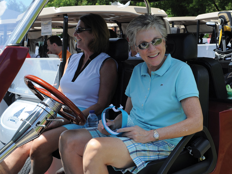Anne Murray is known to tee it up, but she invited a golfer into her world when she sang Snowbird with Dawn Coe-Jones